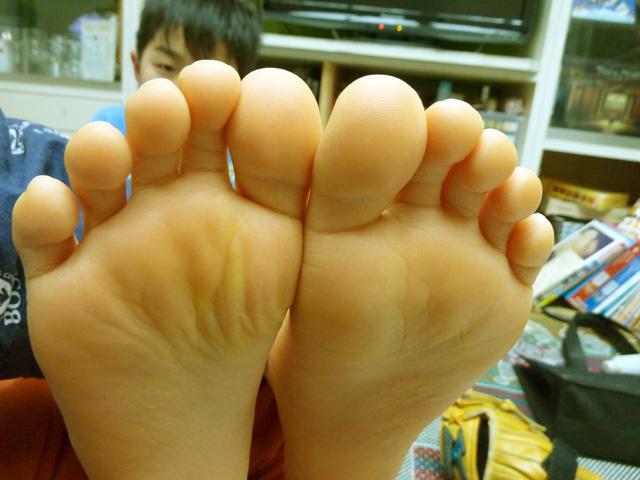 黄色 足 の 裏